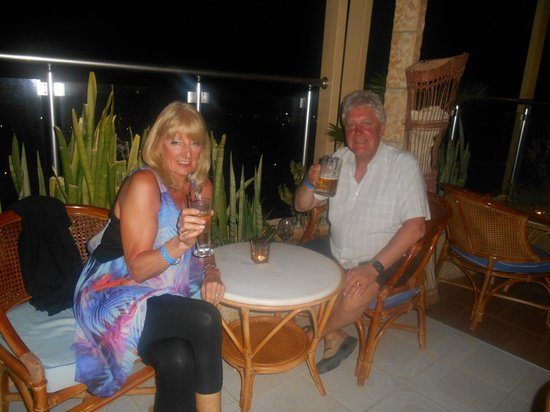 Elounda Water Park Residence: Enjoying a drink and the entertainment