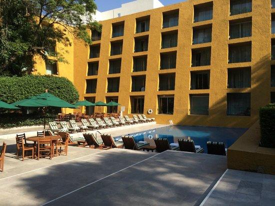Camino Real Polanco Mexico: Camino Real pool.
