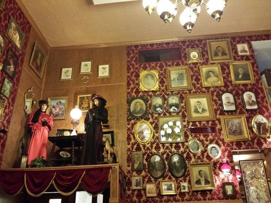 Ruby House Restaurant : Cool decor