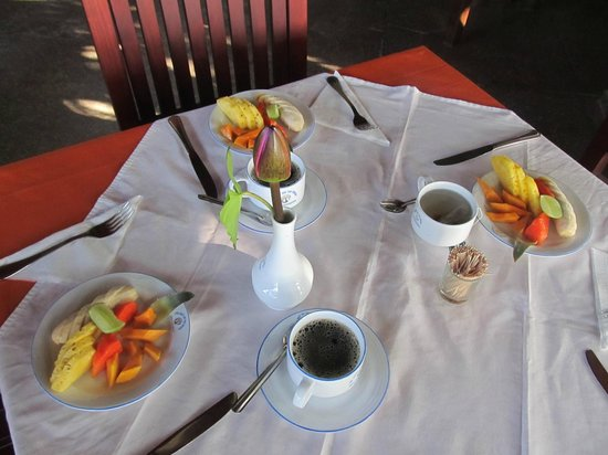 "Sri Gemunu Beach Resort: breakfast ""fruits of the loom"""