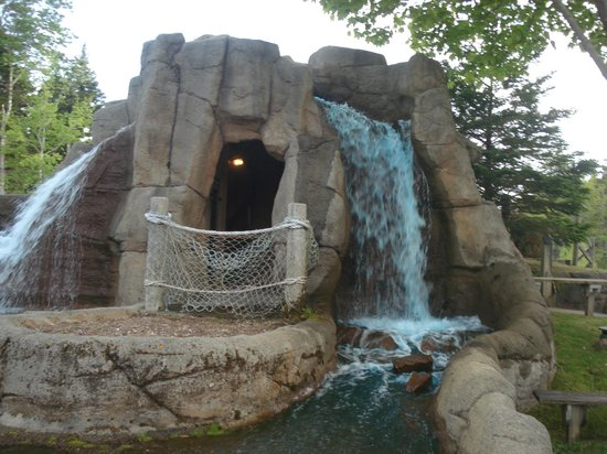 Pirate's Cove Miniature Golf: waterfall