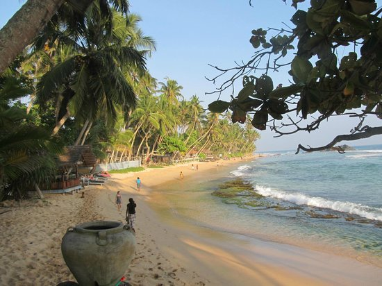 Sri Gemunu Beach Resort: beach