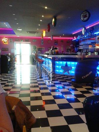 Memphis Coffee Reims Cormontreuil : intérieur