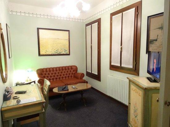 Hotel La Fenice Et Des Artistes : le salon