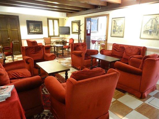 Hotel La Fenice Et Des Artistes : le salon de l'hôtel