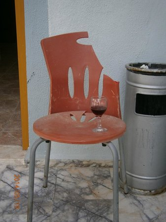Dorian Hotel: Our friend Charlie the chair with his glass of wine