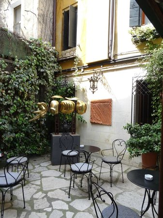 Hotel La Fenice Et Des Artistes: autre terrasse externe