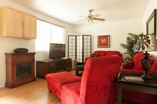5th Street Ohana: Sir Spencer Living Room