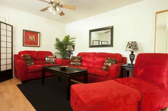 5th Street Ohana : Sir Spencer Living Room