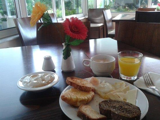 Myrto Hotel: Frühstücksbuffet