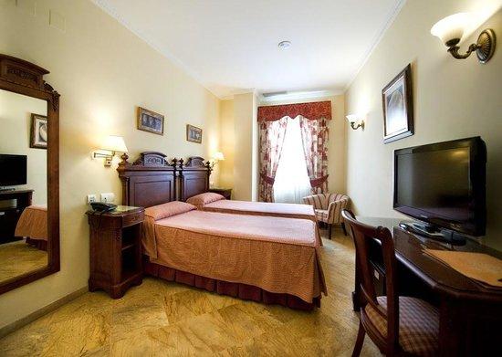 Hotel Adriano Sevilla: Habitacion standard
