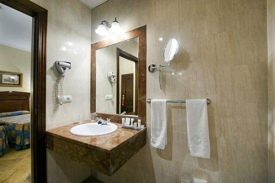 Hotel Adriano Sevilla: baño