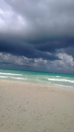 Catalonia Playa Maroma : Storms A Comin