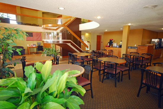 Days Inn & Suites Northwest Indianapolis: Lobby/Breakfast Area