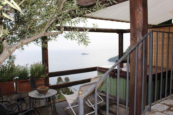 La Grotta dei Fichi: Hot tub with a view!