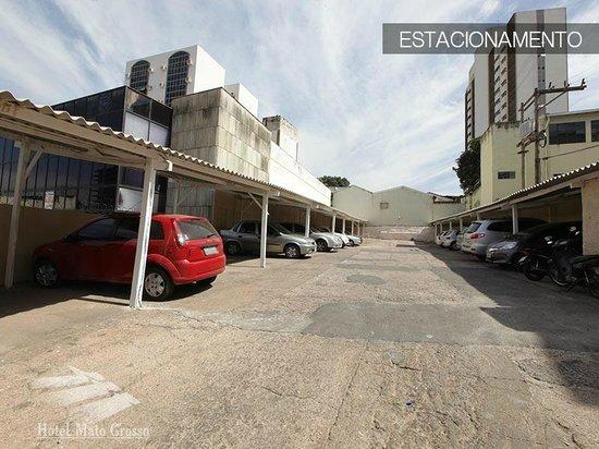 Hotel Mato Grosso: Estacionamento