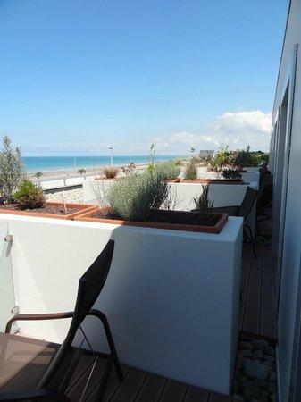 Hotel de la Baie : Terraces - a bit lack of privacy