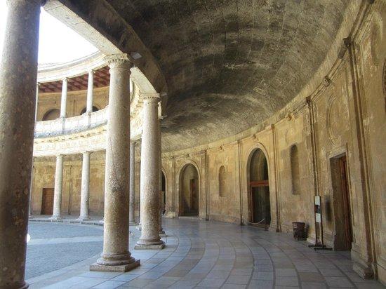 Palace of Carlos V : Огромные галереи