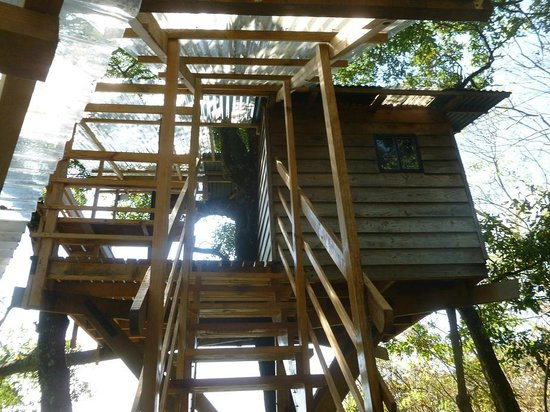 Earth Lodge: A few steps to paradise.