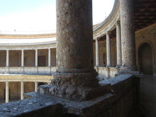 Palace of Carlos V : Колонны галереи