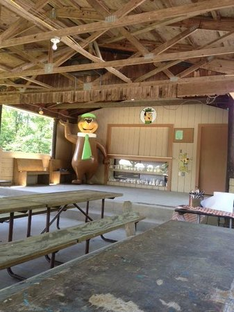 Yogi Bear's Jellystone Park Camp-Resort in Quarryville: camp site rec hall