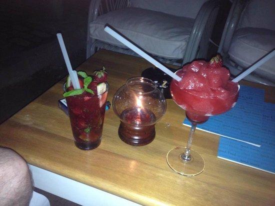Royal Asarlik Beach : Cocktails at the Beach Cafe