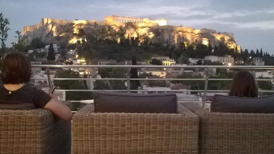 Plaka Hotel: Acropolis view after sunset.