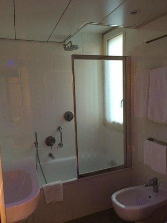 Lugano Dante Center Swiss Quality Hotel: nosso banheiro