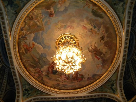 Grand Théâtre : The sublime ceiling and chandelier of Bordeaux Opera House