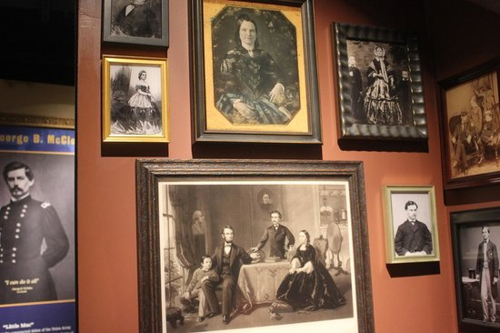 Ford's Theatre: Lincoln family portraits.