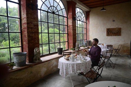La Rougeanne: The Orangery for breakfast