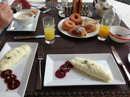 Jumeirah Dhevanafushi: Breakfasts are amazing!