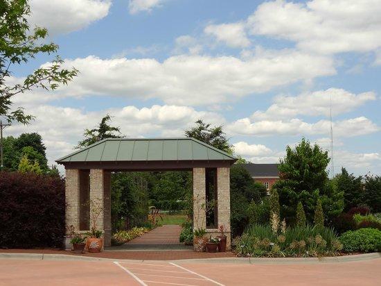 Paul J Ciener Botanical Garden: Entrance.
