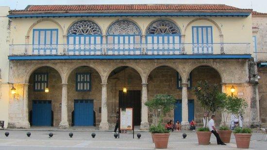 Place Vieille (Plaza Vieja) : I palazzi ristrutturati, lucenti e meravigliosi