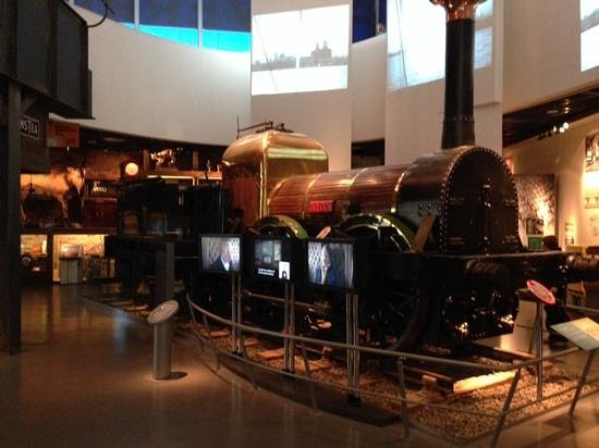 Museum of Liverpool: 1階蒸気機関車