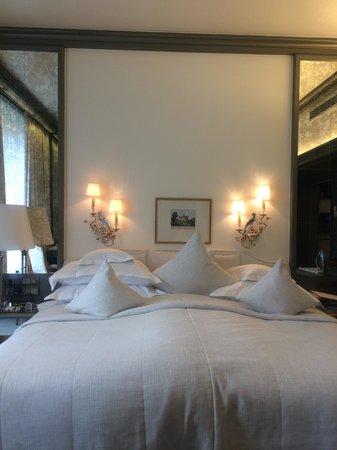 Der Europäische Hof Heidelberg: Comfortable bed... Feeling home.