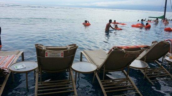 Sheraton Waikiki: Hanging loose Sheraton style !
