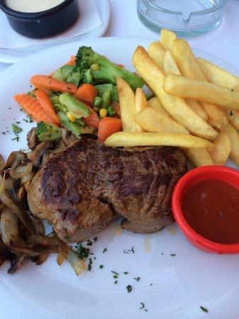 Samdan Restaurant : Huuuuge fillet steak! Garlic sauce just makes the meal!