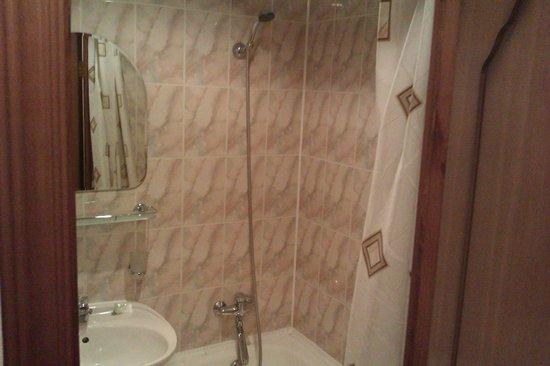 Zvezdnaya Hotel: Душ с ванной