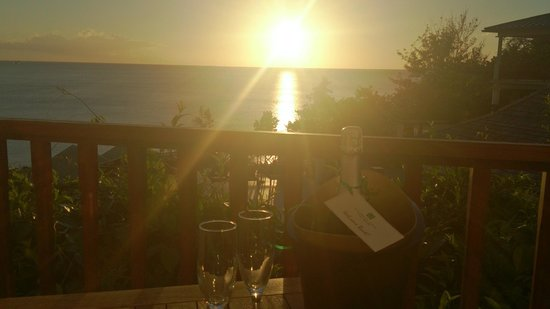 Calabash Cove Resort and Spa : Champagne at sunset in the room