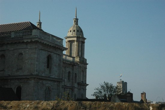 Nôtre Dame de Boulogne : Part of cathedral with belfry in the background