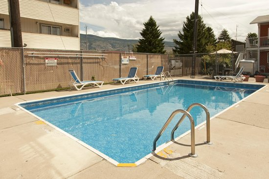Cactus Tree Inn: seasonal outdoor pool