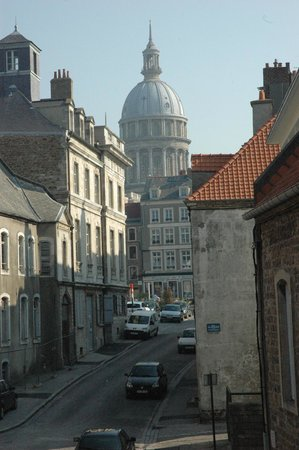 Nôtre Dame de Boulogne : Cathedral dome from market square