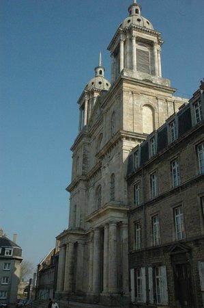 Nôtre Dame de Boulogne : Fron facade of cathedral