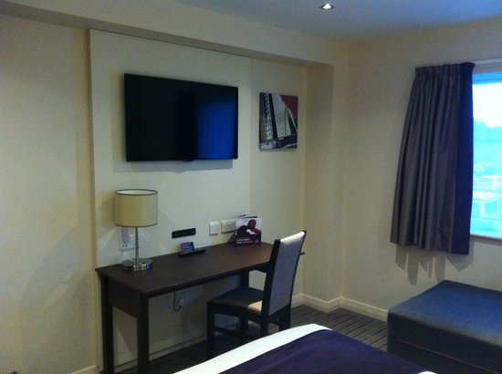 Premier Inn Exeter (M5 J29) Hotel: Big flatscreen tv