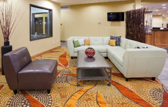 Expressway Suites of Grand Forks: Lobby