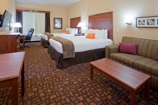 Expressway Suites of Grand Forks: Double Queen Suite