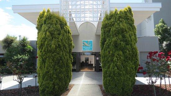 Quality Hotel Elms: Front Entrance
