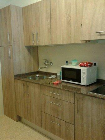 AluaSun Miami Ibiza Apartamentos : New kitchen in 205.