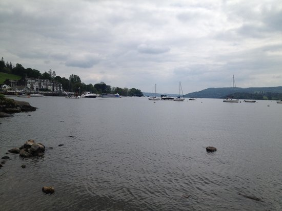 Ambleside Lodge: The lake